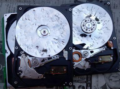 破壊 ハードディスク パソコンのハードディスク(HDD)を簡単なやり方で物理的に破壊しデータを読めなくして廃棄する方法